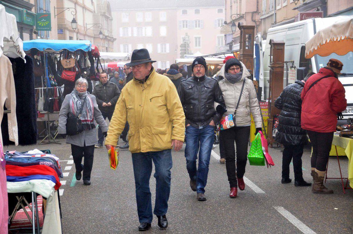 Bonne fin d'année pour les forains du marché et les commerces sédentaires.