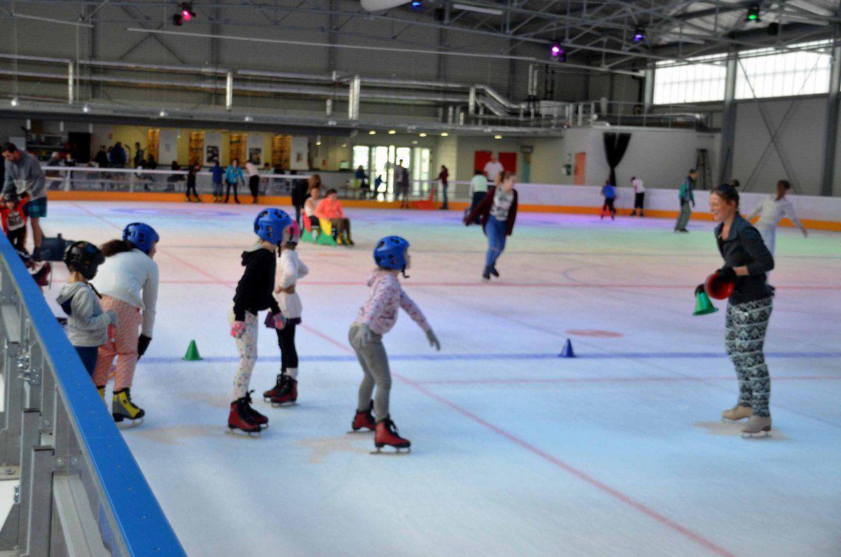Pour la première fois la patinoire proposera des cours de patinage aux enfants.