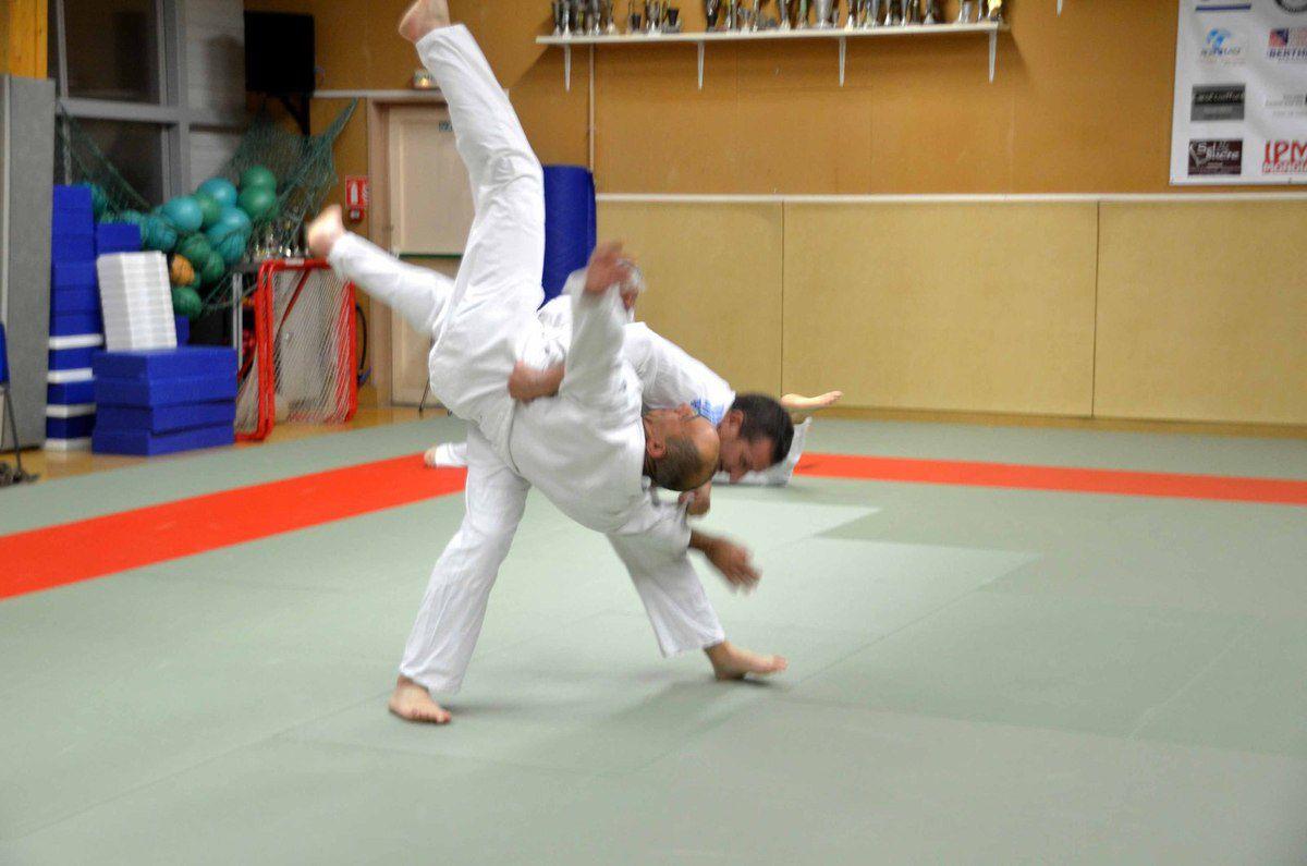 Le Judo club propose des cours de self-défense à tout âge.