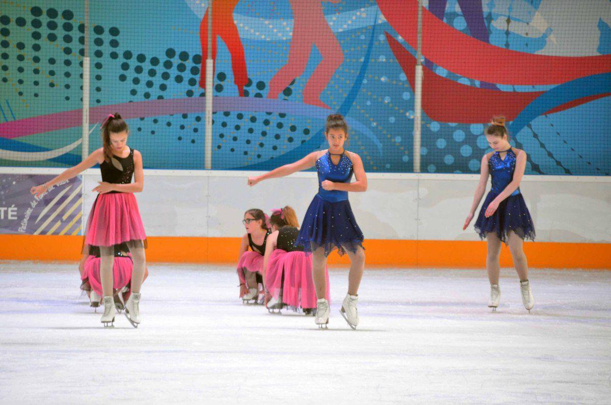 La patinoire a accueilli deux groupes de patinage artistique synchronisé.
