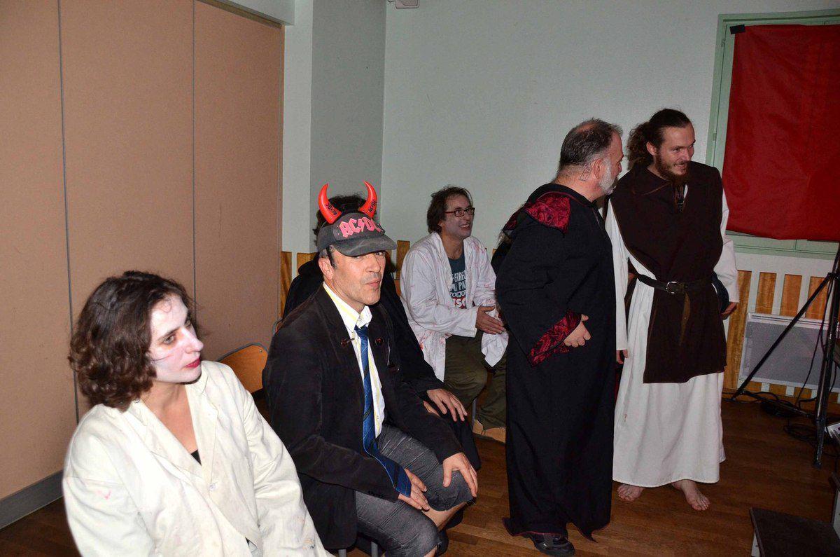 Les comédiens d'impro ont impressionné le public sur le thème d'Halloween.
