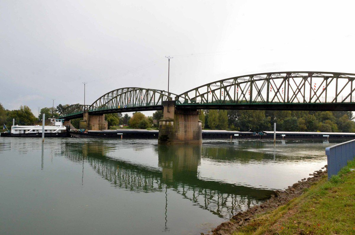 Un grand pas en avant sur le nouveau pont de Fleurville.