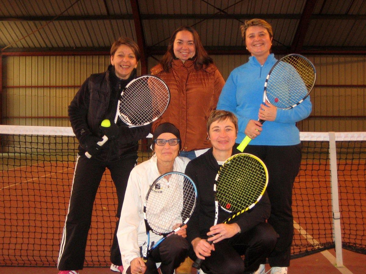 Tennis : retour gagnant de l'équipe féminine.