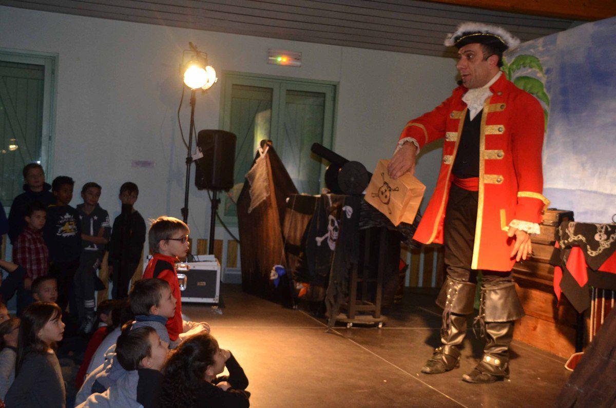 Saint-Bénigne : un spectacle de Noël apprécié par les petits et les grands.
