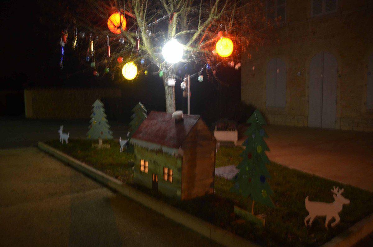 Reyssouze a inauguré ses premières décorations de Noël.