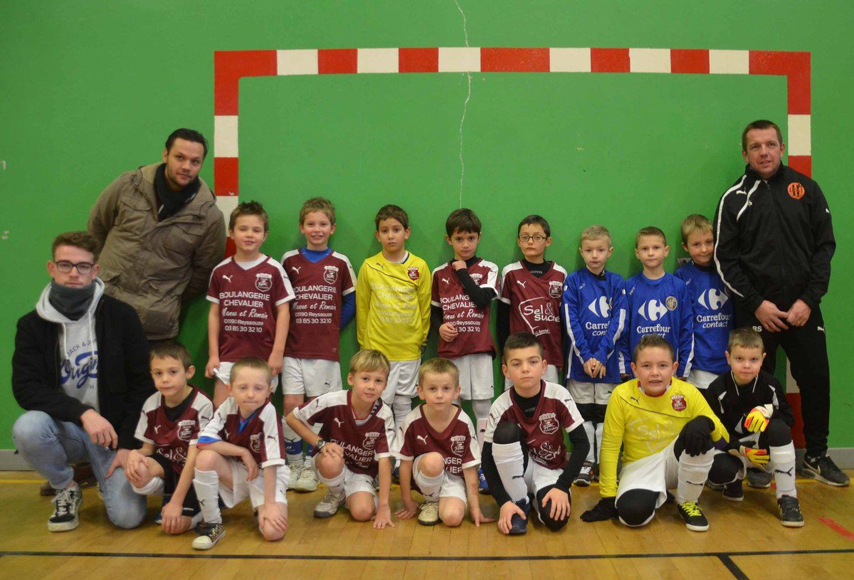 Un week-end plein de jeunes footballeurs à la salle des sports.