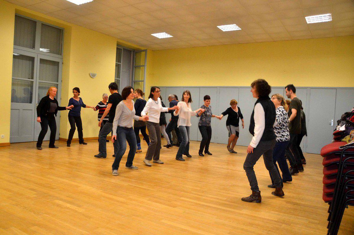 Folk en Kelire souffle sa première bougie et étudie les danses écossaises.