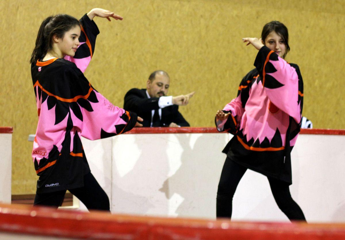 Charlotte Nauze et Amandine Berthelot dans un match d'improvisation.