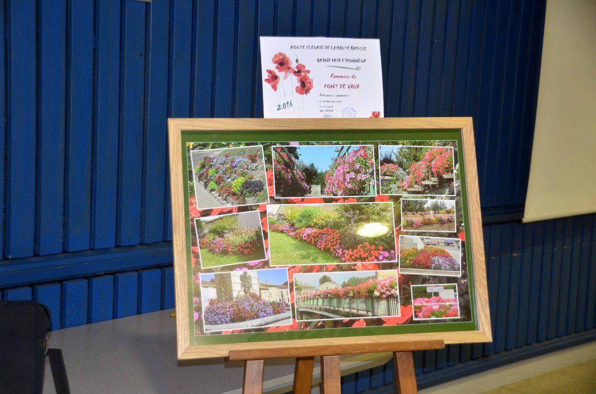 Remise des prix aux lauréats du concours local de fleurissement.