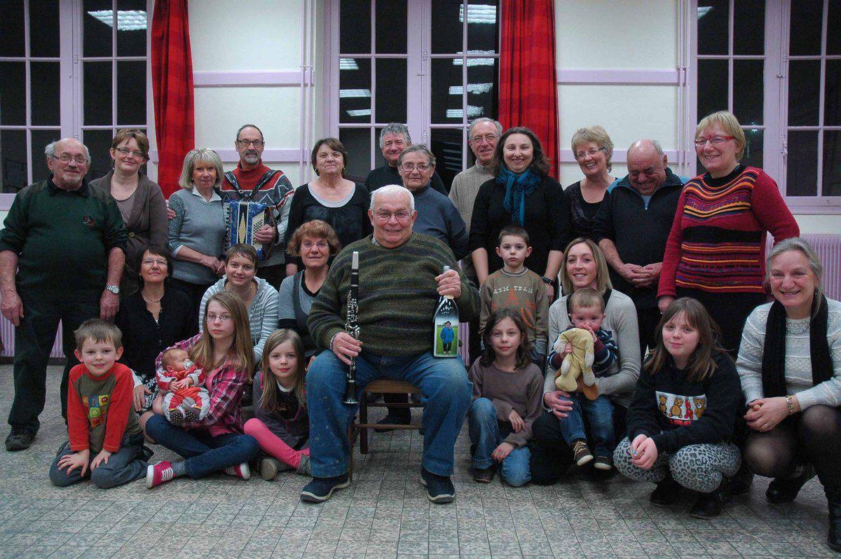 L'anniversaire des 80 ans de Gaston Laclayat fêté par ses amis du groupe folklorique
