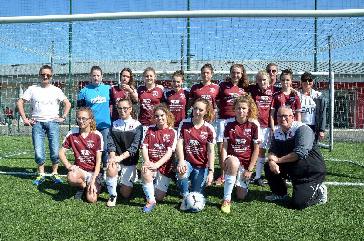 Les féminines U15 de l'USBP ont reçu des maillots neufs.