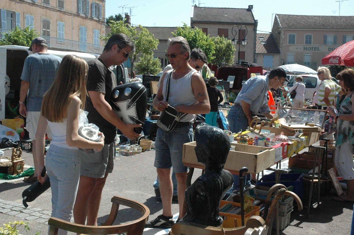 Un dimanche très animé sur la place Joubert et les places environnantes.