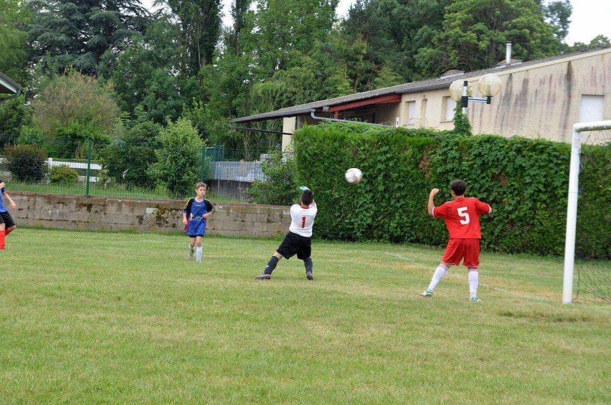 Un beau tournoi de football malheureusement gâché par la pluie.