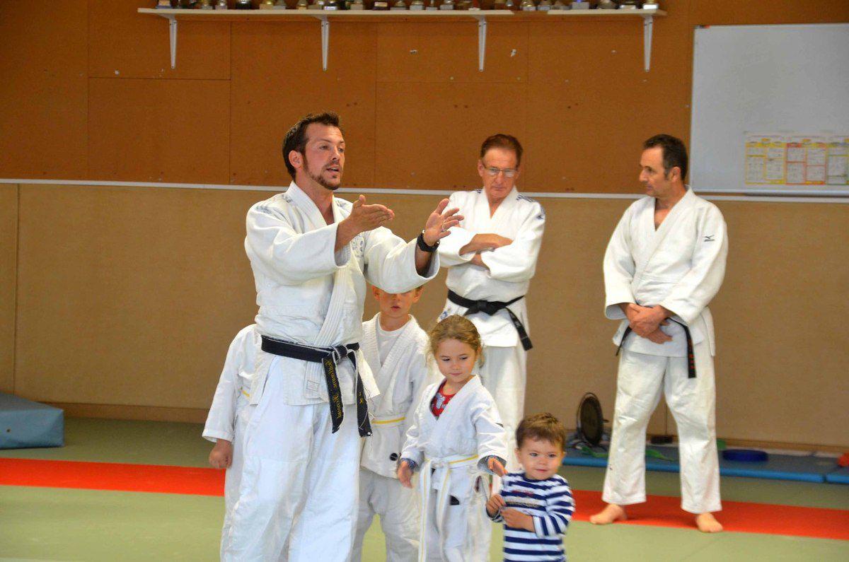Les jeunes judokas ont reçu leurs nouvelles ceintures.