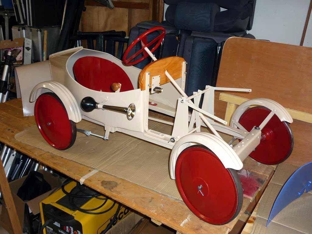 Guy Sautarel a fabriqué trois répliques de voitures à pédales Euréka de 1928.