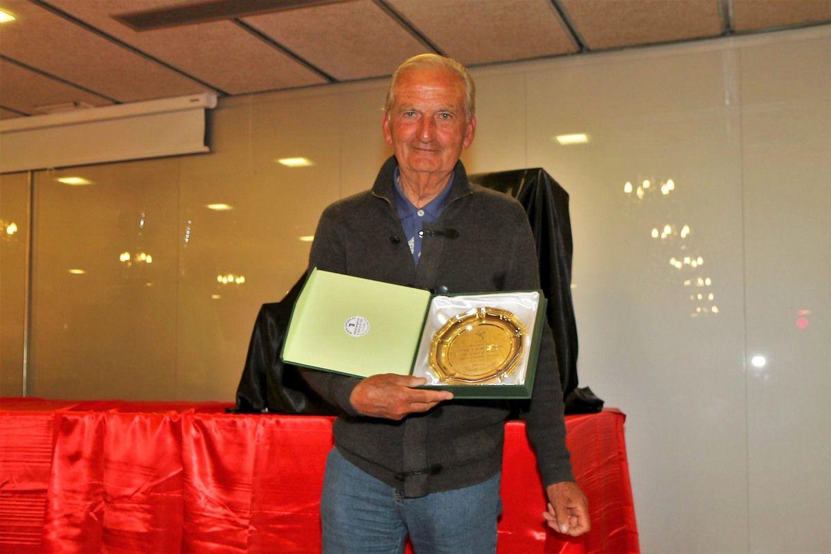 Récompense à Jean Dodard  de Sainte-Maxime pour sa fidélité.