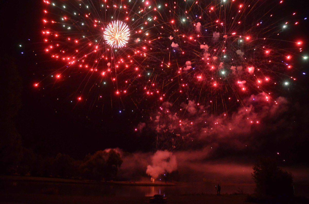 le 233 bahi par le spectacle pyrotechnique f 233 233 rique tir 233 sur le plan d eau ljpdv