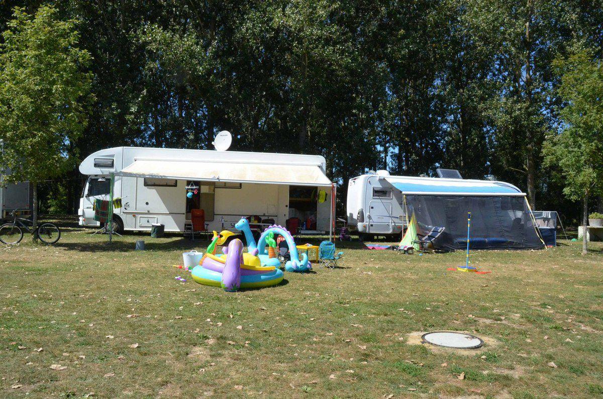 Au camping Aux rives du soleil, la colonie Britannique est arrivée. .