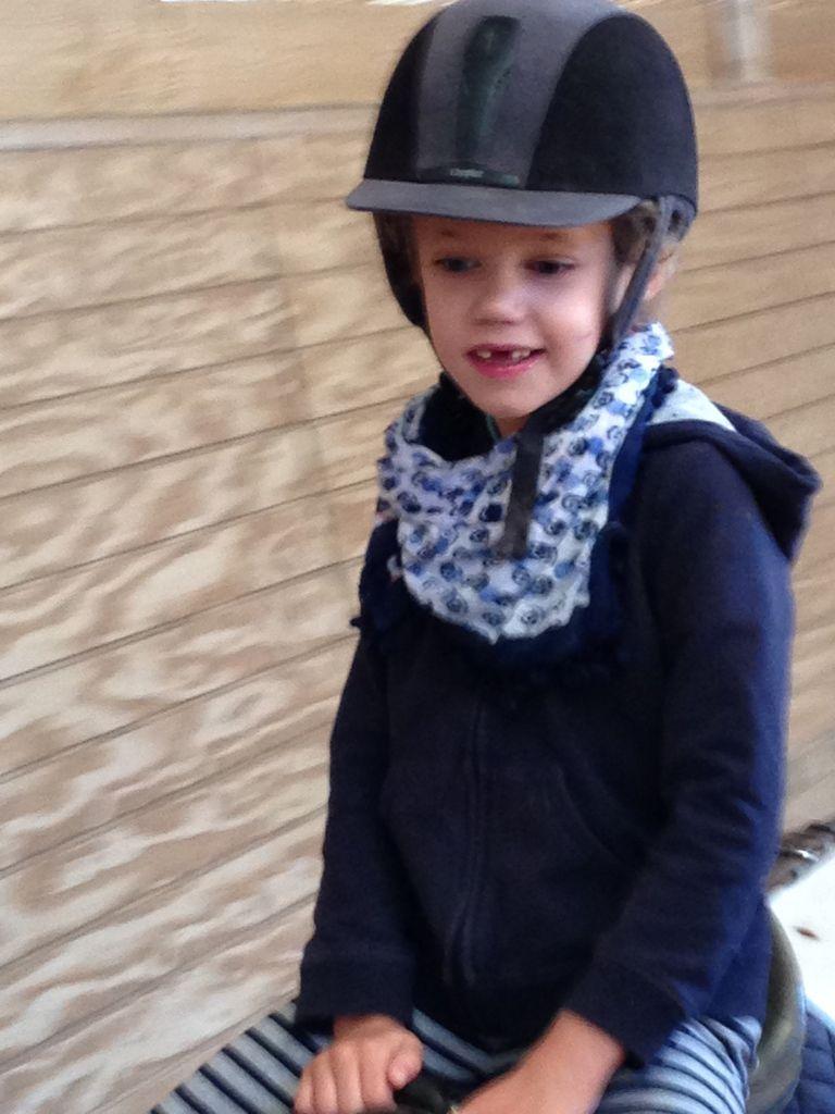 Tous les lundi et jeudi matins, je fais une heure d'équitation avec Rose mon poney et Laëticia, mon adorable monitrice...