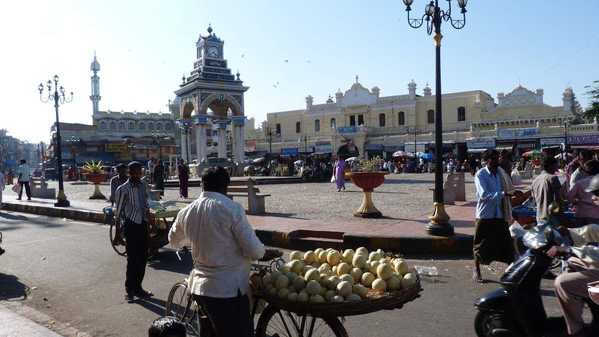 Aux  abords du palais de Mysore