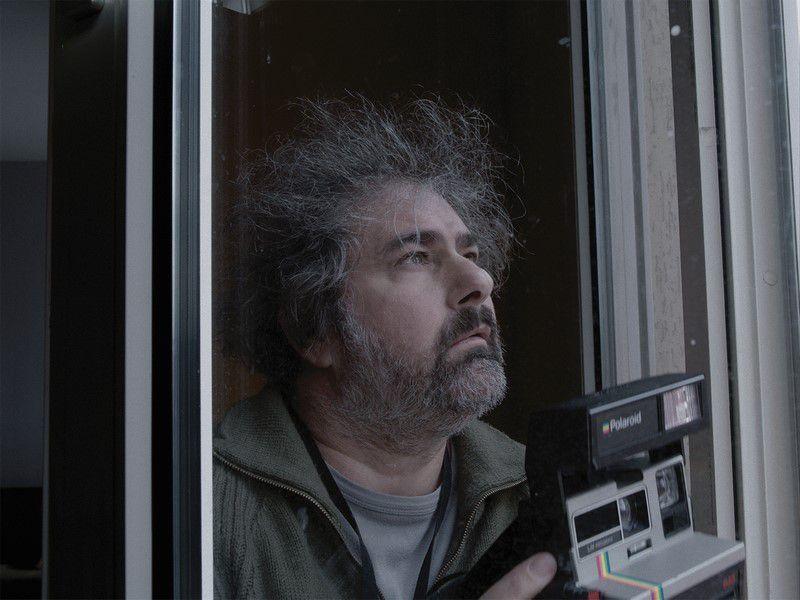 ASPHALTE - de Samuel Benchetrit, Un immeuble dans une cité. Un ascenseur en panne. Trois rencontres. Six personnages - Au cinéma le 7 octobre 2015