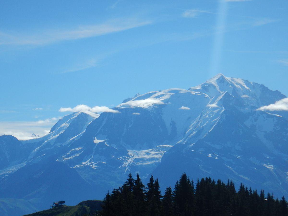 Le Mont-Blanc depuis les crêtes du Torraz