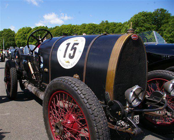Les Bugatti au Vintage Revival Montlhéry