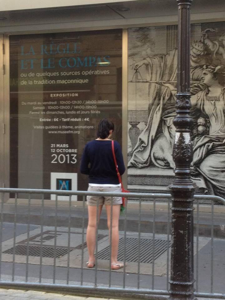 Source photo: Les Veilleurs debout - Officiel 30 juin 2013 https://www.facebook.com/446298395468799/photos/a.446305382134767.1073741828.446298395468799/448892821876023/?type=1&theater