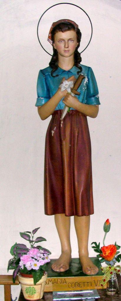 Statue der Heiligen Maria Goretti in der römisch-katholischen St.-Martins-Kirche von Visé (Belgien)