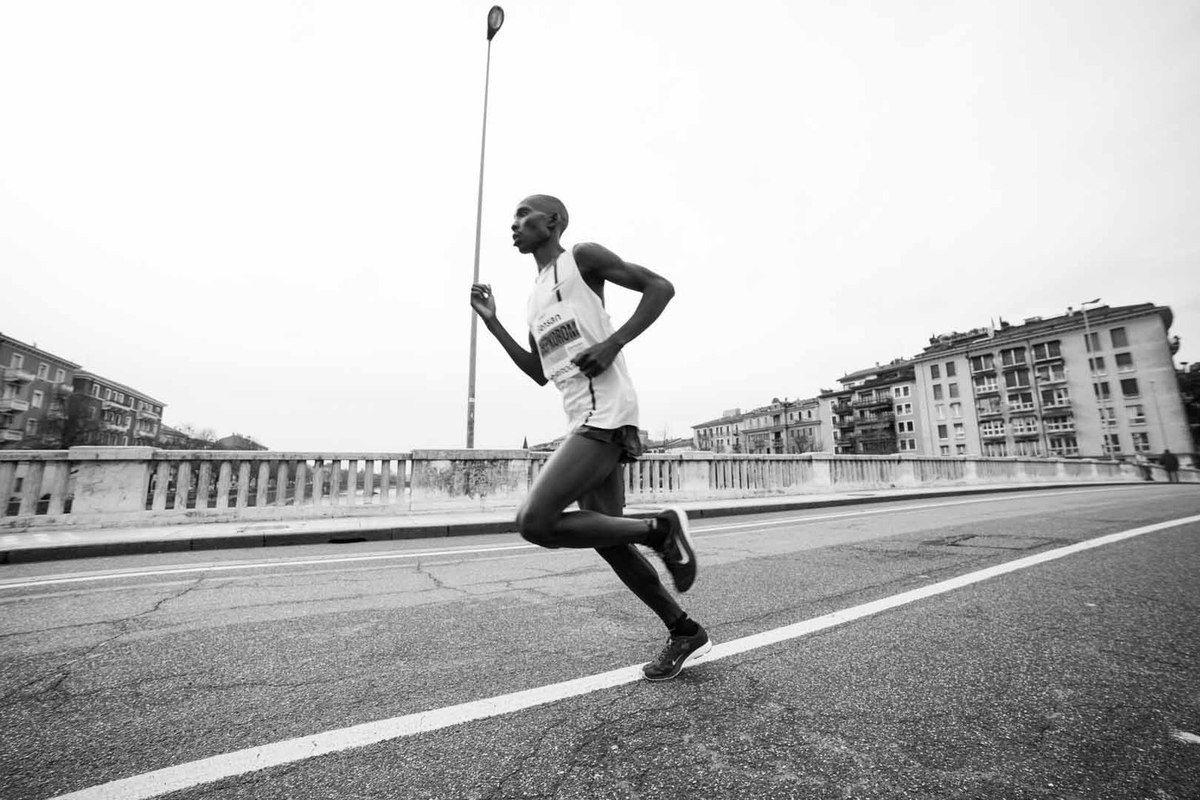 Gensan Giulietta&Romeo Half Marathon 2015 (8^ ed.). In testa alla carica dei 10.000 Elijah Serem e la bresciana Sara Dossena