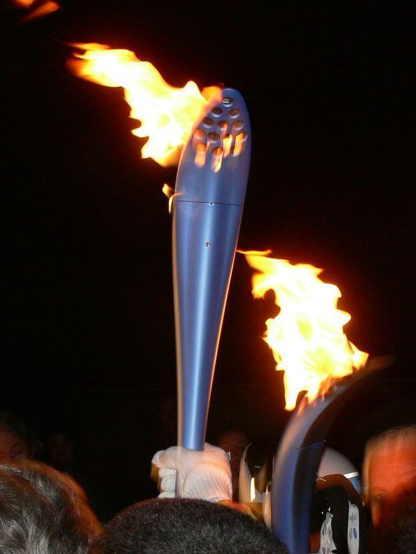 (La torcia olimpica dei XX Giochi Olimpici d'Inverno a Torino (2006) a Varese)