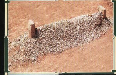 Ecrire le nom du mort sur une pierre posée sur la tombe