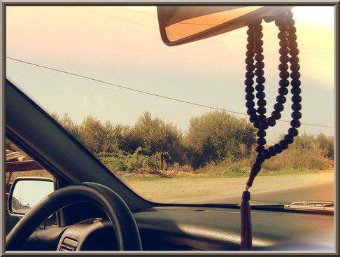 Accrocher un chapelet dans ma voiture ? (audio)