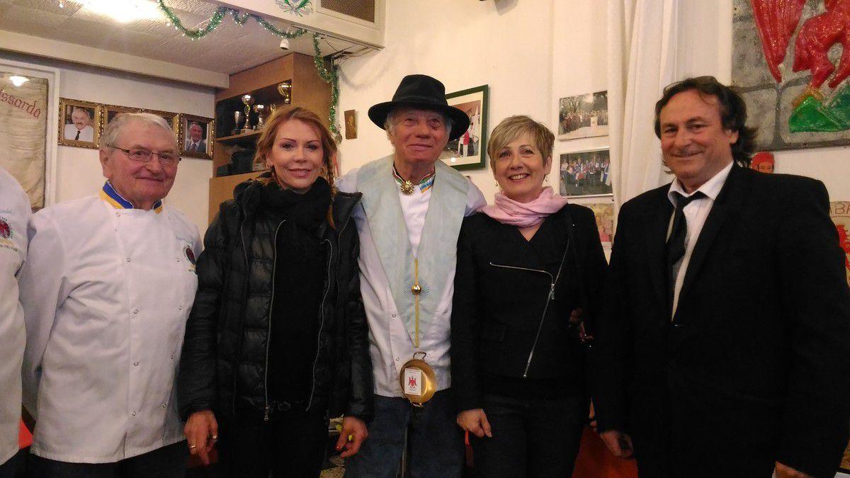 avec Madame Catherine Moreau, Adjointe au Maire de NICE représentant  Christian ESTROSI, Maire de NICE, Président de la Métropole NCA, Président du Conseil Régional PACA, avec Jo ISSAUTIER du ''Balico'' à NICE, Pierrot BOTTICELLI de ''la Petite Forêt'', de Pierre SCARSELLI et Gérard BLONDEL, tous trois de la Fraternelle des Cuisiniers