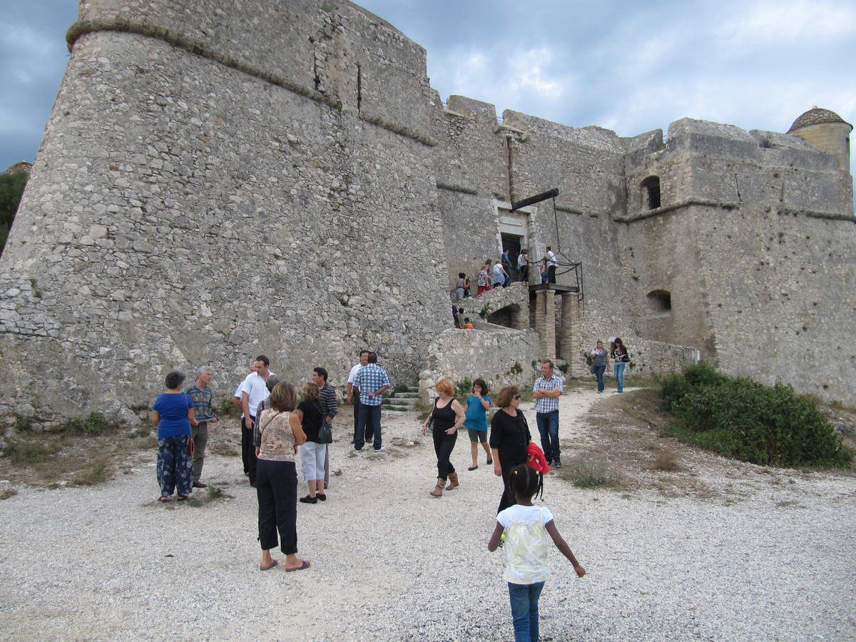 Venez nombreux, jeunes et adultes visiter ce fabuleux Fort de Mont-Alban  - Come in large numbers, young people and adults visit it fabulous Fort of Mont-Alban