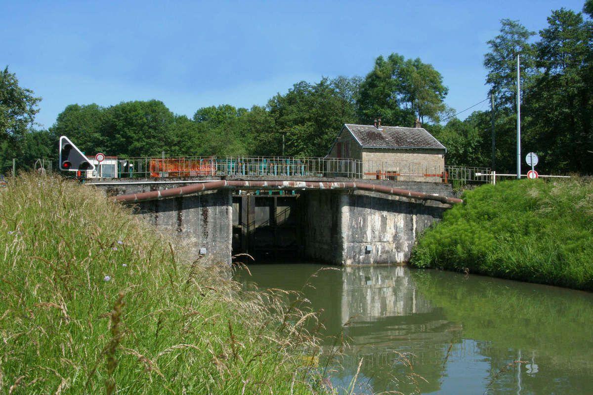 Le canal des Ardennes
