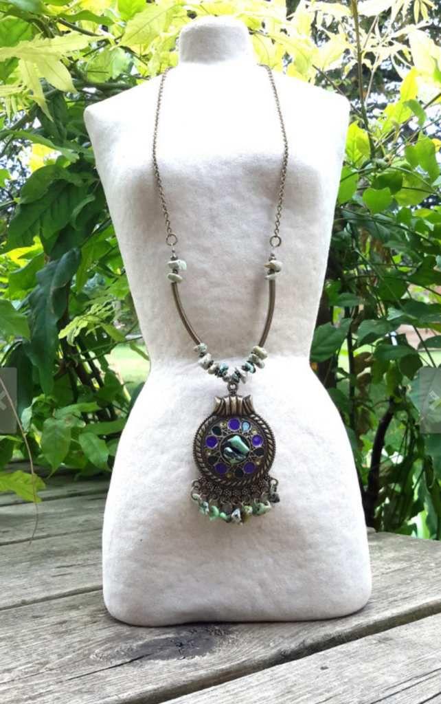 Colliers bohème, hippie chic, ethnique, folk, gipsy, gitane, festival, coachella, aztèque, inca, pierres de gemmes, pierres minérales, rétro, vintage...