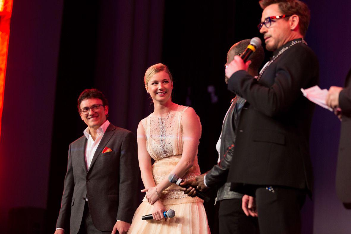 Robert Downey Jr et sa bande sur le tapis rouge à Paris!