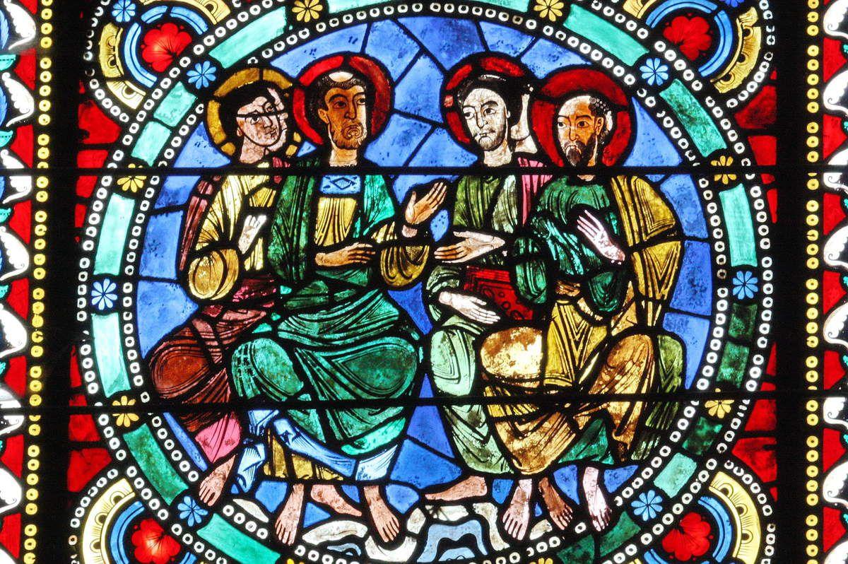 Le Mans, Baie XIV : Quatre apôtres assis.