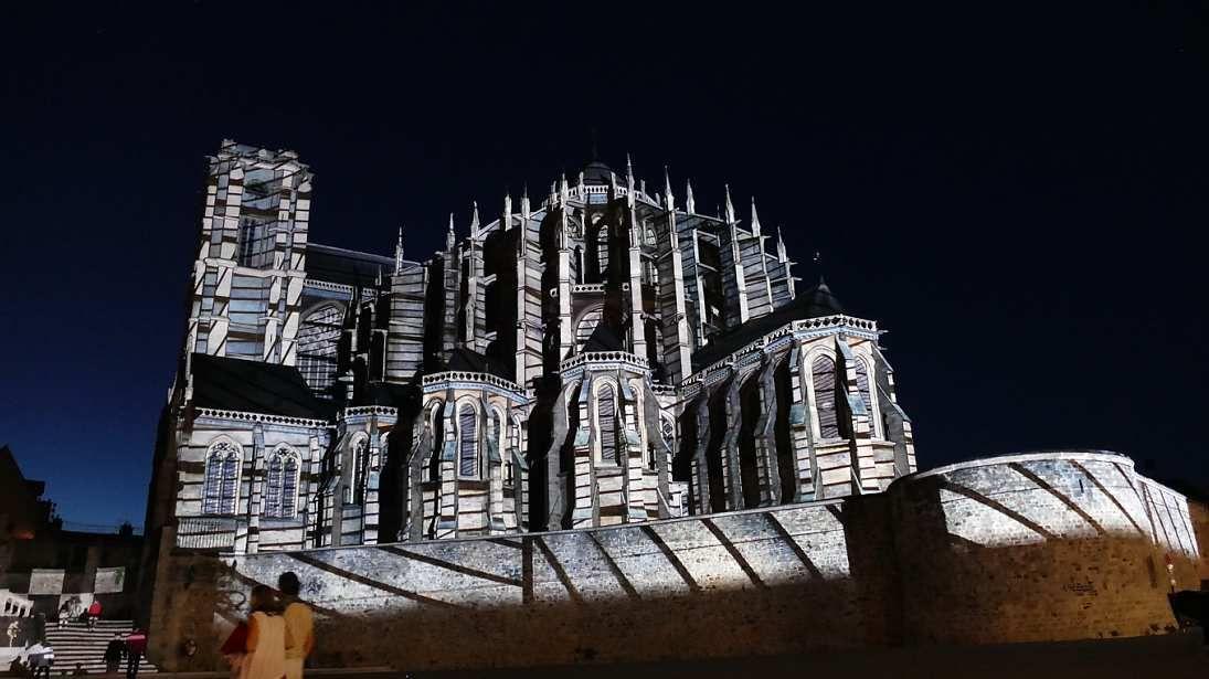 La cathédrale du Mans illuminée lors de la Nuit des Chimères. Photo lavieb-aile.