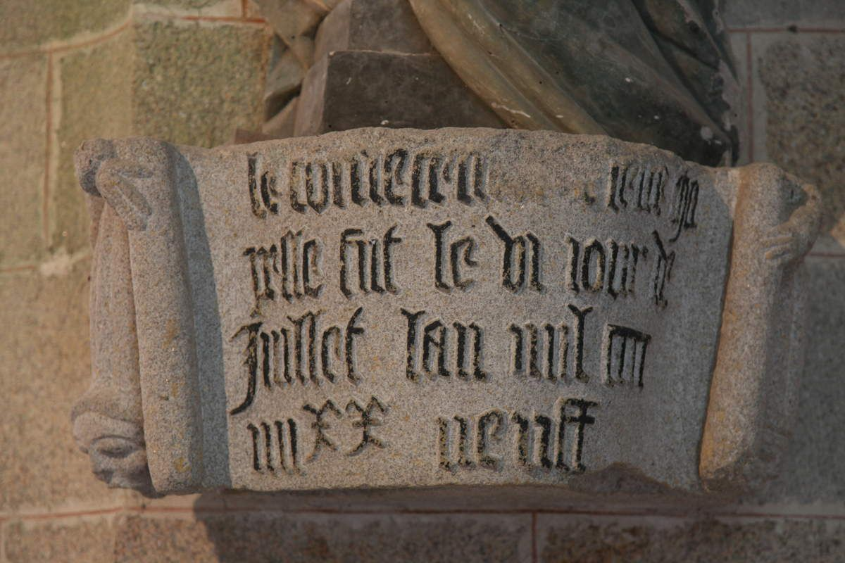 Inscription de fondation, Chapelle Sainte-Barbe, Le Faouët, photographie lavieb-aile.