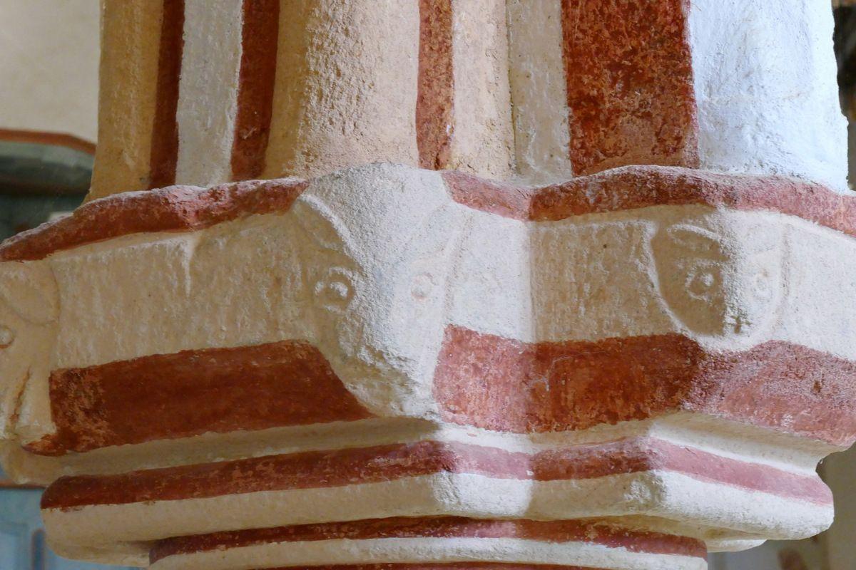 Chapiteaux,  Chapelle de Locmaria er Hoët, Landévant. Photographie lavieb-aile.