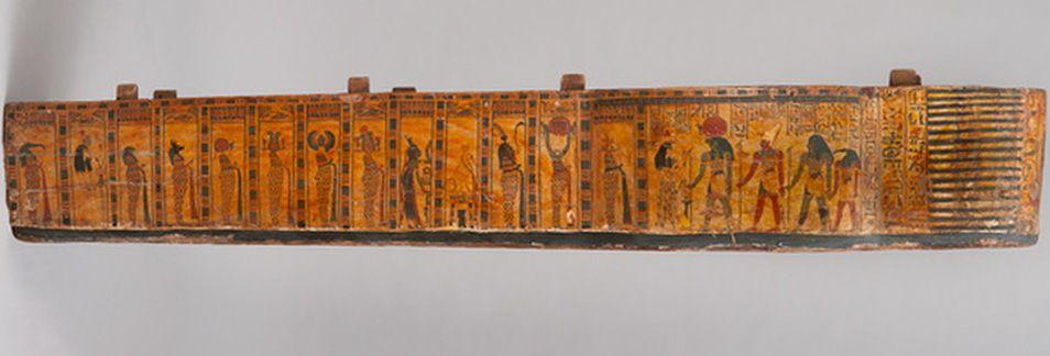 Cuve du cercueil de la chanteuse d'Amon Hatshepsout , XXIe dynastie, Musée de Grenoble, photo Jean-Luc Lacroix.