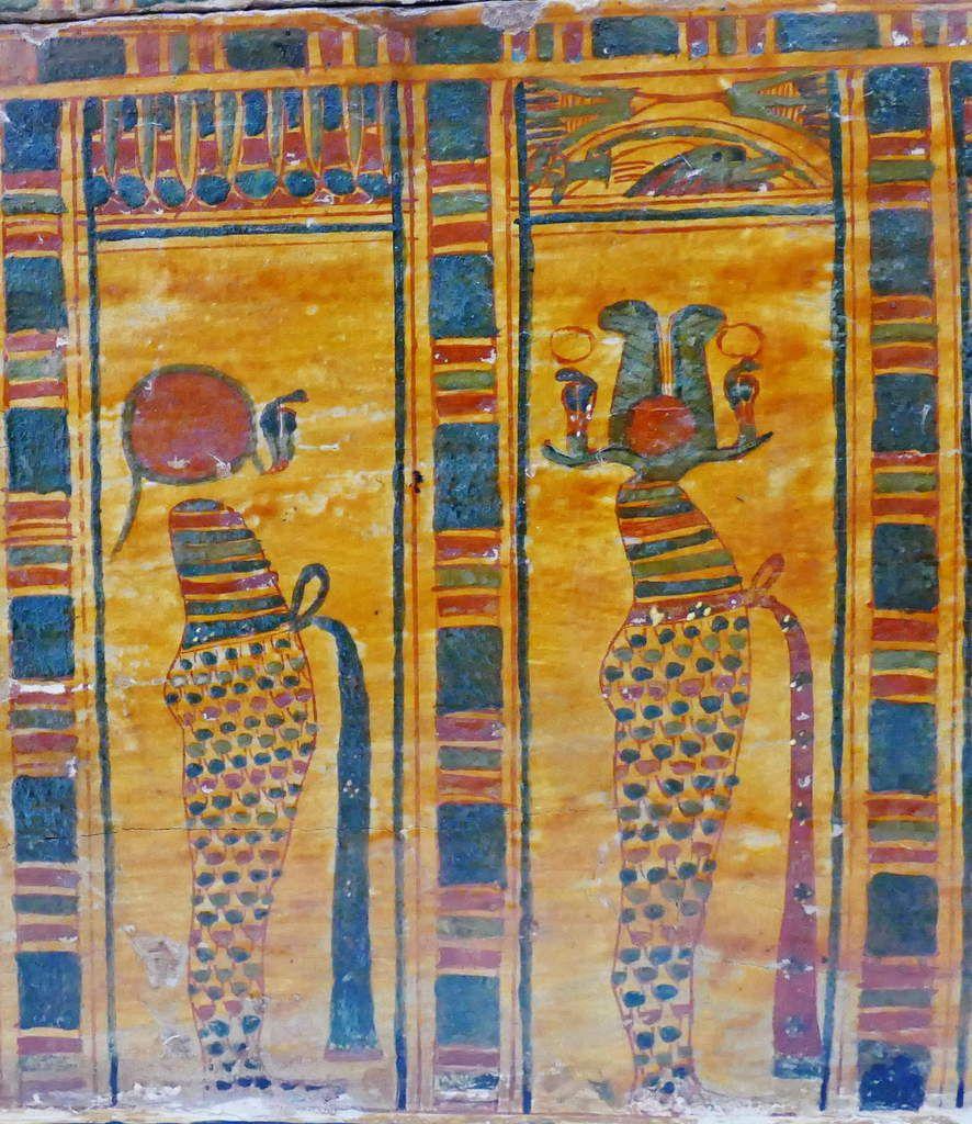 Loge 5 et 6, Cuve du cercueil de la chanteuse d'Amon Hatshepsout , XXIe dynastie, Musée de Grenoble, photo lavieb-aile.