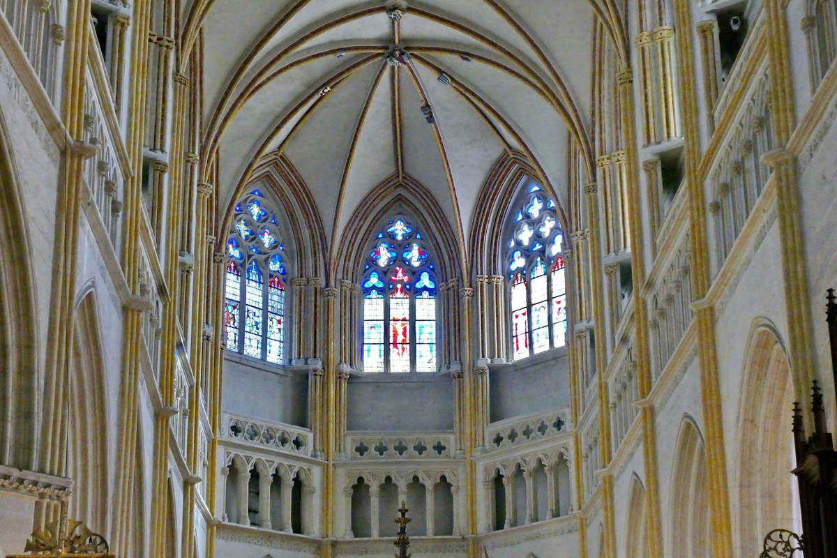 """Chœur de la cathédrale de Quimper. Les trois baies du """"rond-point"""". Photographie lavieb-aile."""