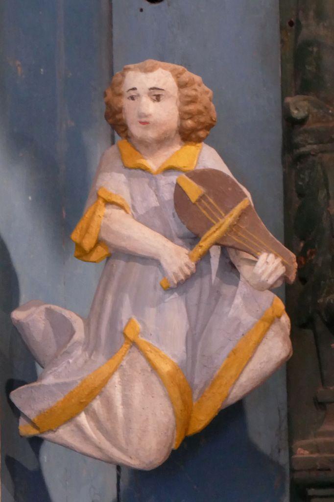 Joueur de viole,  Retable de la Trinité, Notre-Dame du Crann (Spézet), photographie lavieb-aile.
