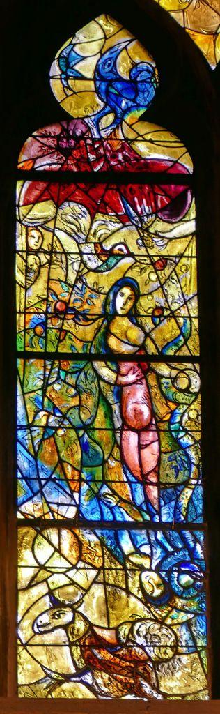 Vitraux Metz le vitrail de la création de chagall à la cathédrale de metz. - le