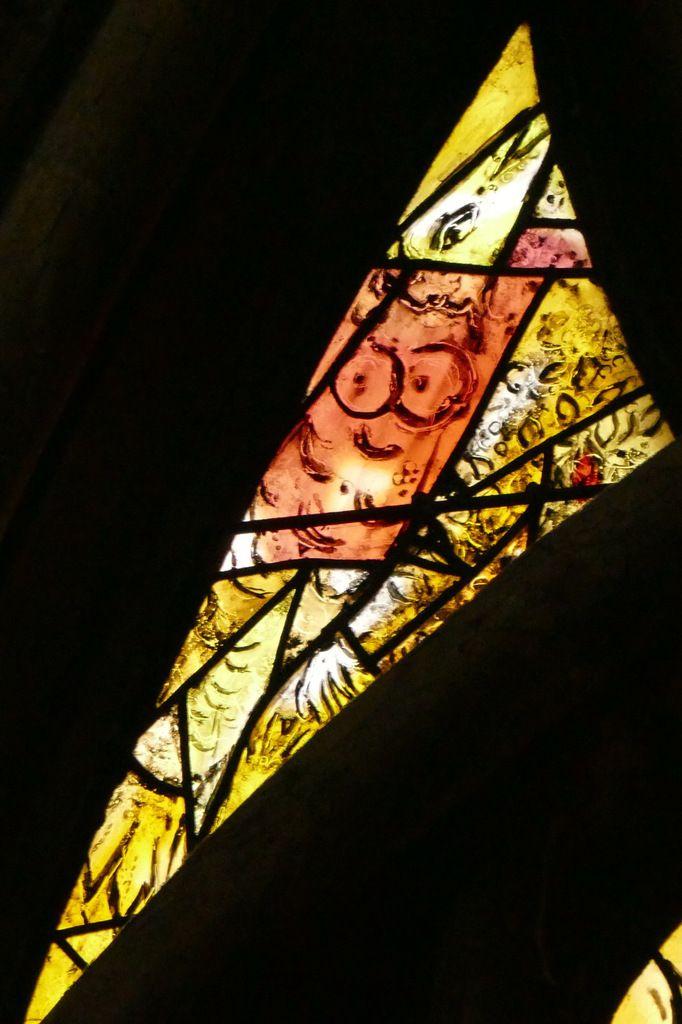Tympan, Marc Chagall, vitrail de La Création, 1959-1963, cathédrale de Metz. Photographie lavieb-aile.