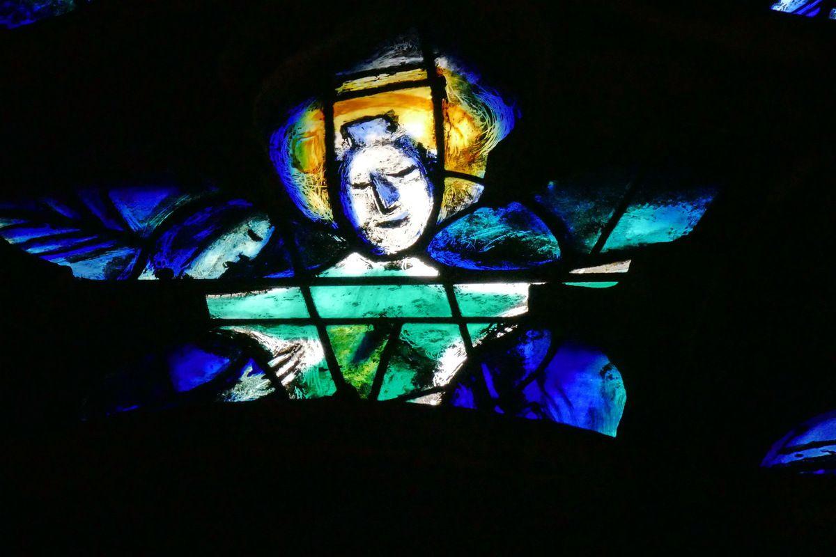 Tympan  de la baie n°9 , déambulatoire nord, cathédrale de Metz. Photographie lavieb-aile.