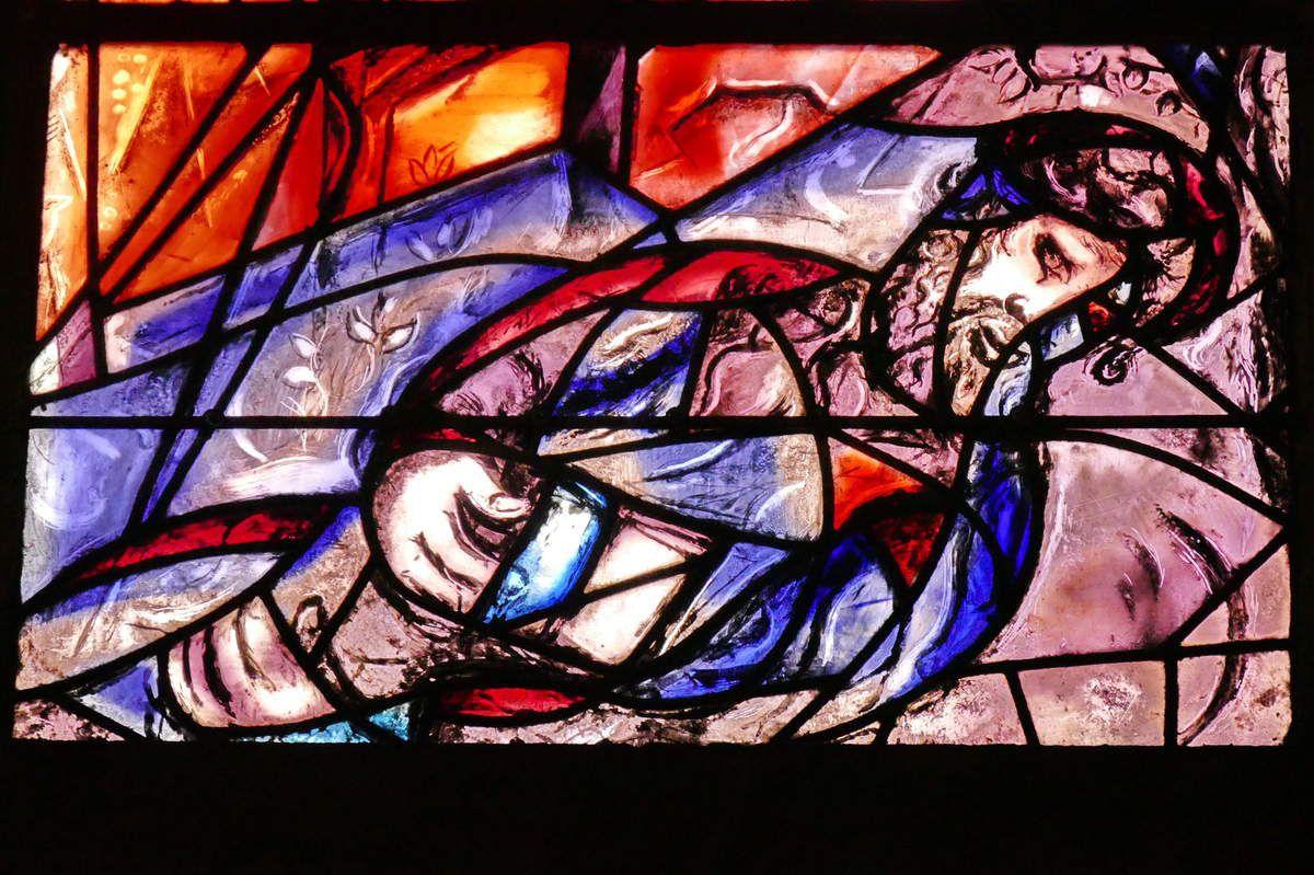 Marc Chagall, Le songe de Jacob, lancette C, baie n°11, déambulatoire nord de la cathédrale de Metz,  photographie lavieb-aile.